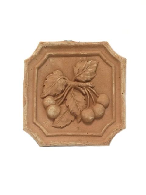 Mazā izmēra keramikas izstrādājumi ( terrakkota ) no Itālijas - Sienas dekors, flīze ar ķiršu zīmējumu  12.00