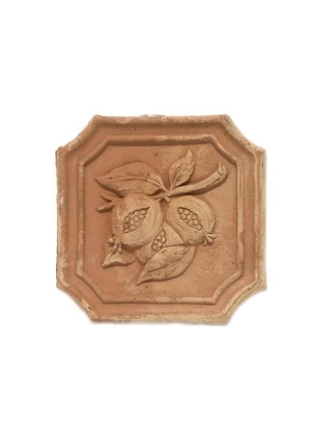 Mazā izmēra keramikas izstrādājumi ( terrakkota ) no Itālijas - Sienas dekors, flīze ar vīģes zīmējumu  12.00
